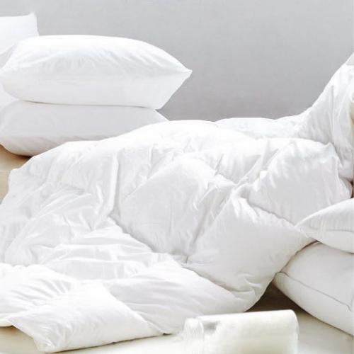 כריות שינה ושמיכות